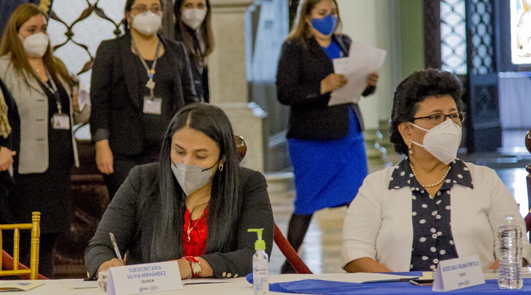 Subsecretaria Presidencial de la Mujer, Sra. Alejandra Hernández, participó en la reunión ordinaria con autoridades de la CIT.